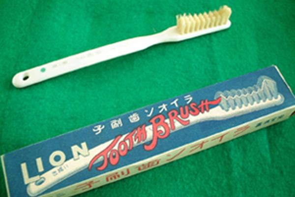 萬歳歯刷子