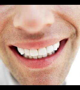 歯が白いと印象が変わる