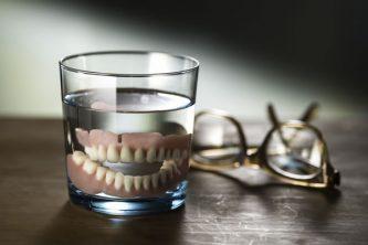 入れ歯安定剤の正しい使い方