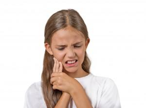 親知らずを抜いて手前の歯が凍みたり痛むことがある