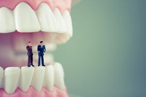 銀歯との密着度が低い