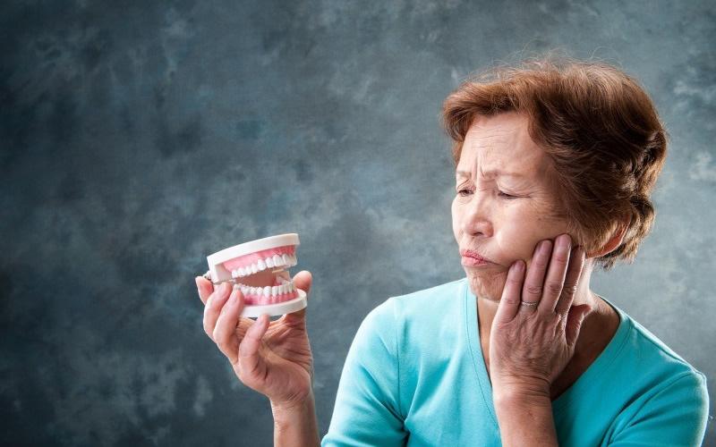 長期間使用していると歯茎が痩せてくるって知っていましたか?