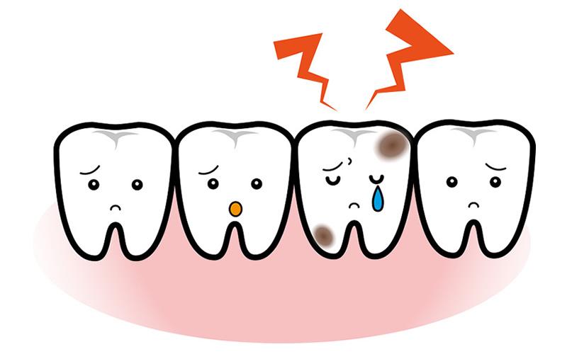 入れ歯安定剤がはみ出たら、その部分を拭い取るって知っていましたか?