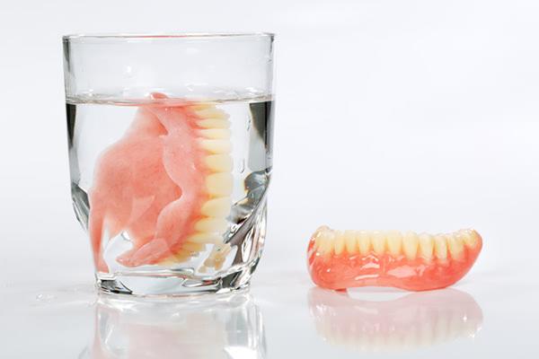 入れ歯の歯が取れた
