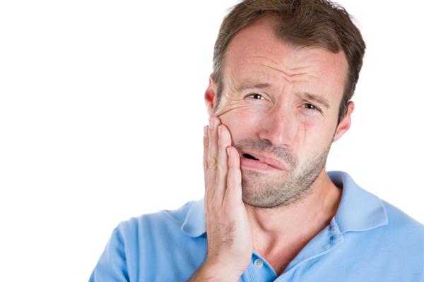 入れ歯の歯が欠けて、当たって痛い
