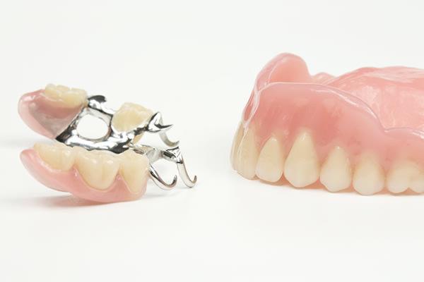 部分入れ歯でも総入れ歯でも同じですか?