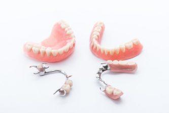 痛くない噛める入れ歯の条件とは?